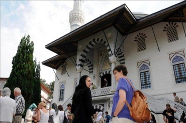 German Minister Suggests Recognizing Muslim Holidays